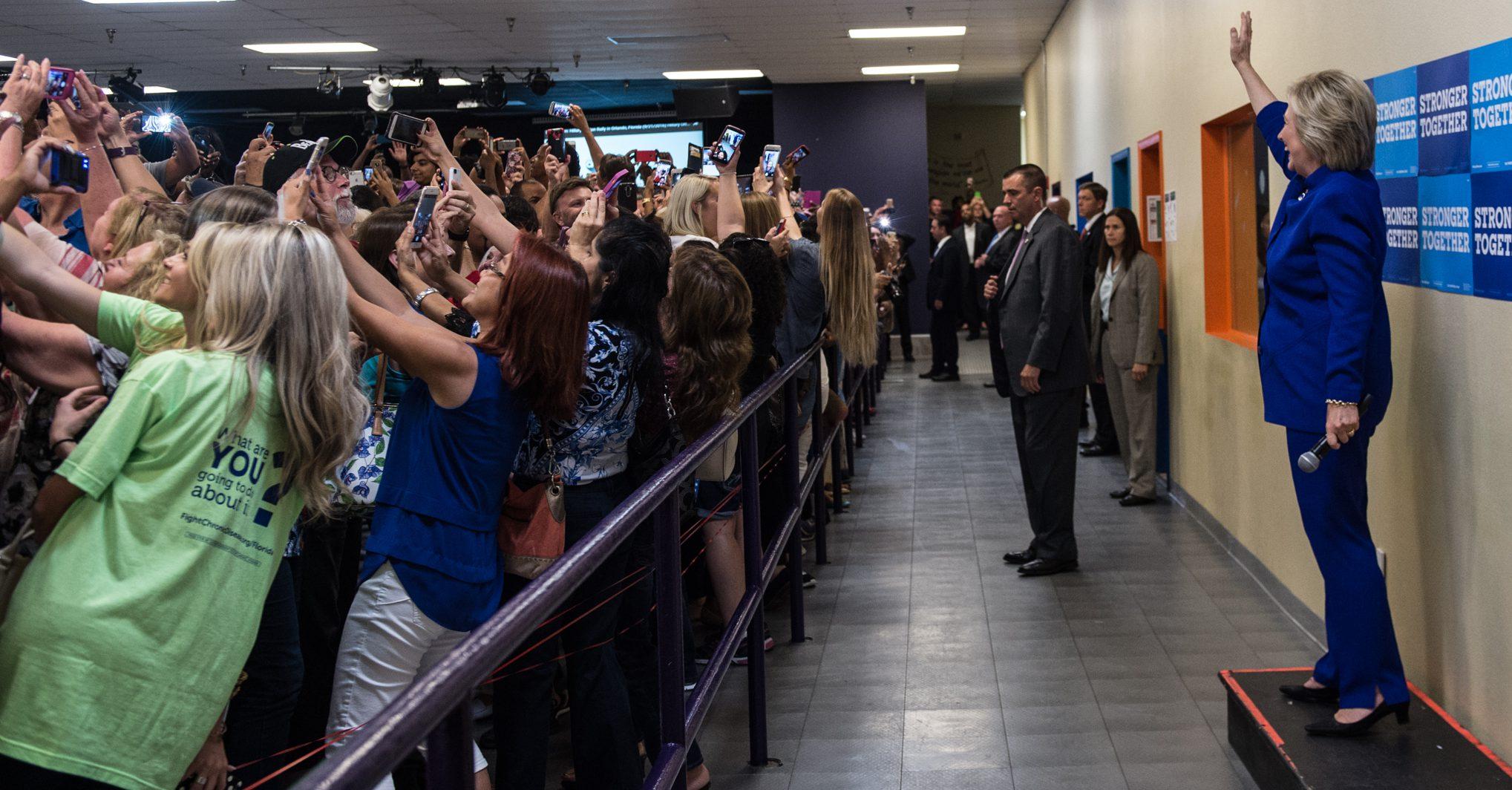160927-hillary_clinton_rally_selfie